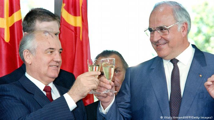 Mikhail Gorbachev and Helmut Kohl with champagne glasses