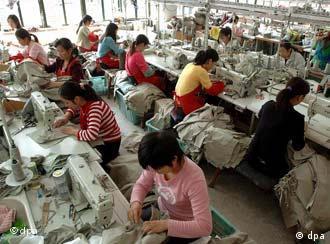 Viele deutsche Großunternehmen produzieren mittlerweile in China. Wird Deutschland zur Industriebrache?