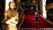An Oscar statue is pictured by the stairs leading into the Dolby Theater during preparations for the 86th Academy Awards in Hollywood, California March 1, 2014. The Oscars will be presented at the Dolby Theater on March 2. REUTERS/Mario Anzuoni (UNITED STATES - Tags: ENTERTAINMENT)