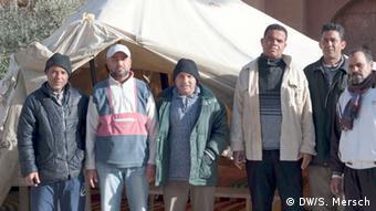 Arbeitslose, die früher in der Tourismus-Branche tätig waren, protestieren in Tunesien (Foto: Mersch/DW)