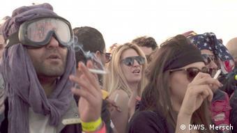 Partygäste auf dem Festival Dunes Electroniques in Tunesien (Foto: Mersch/DW)