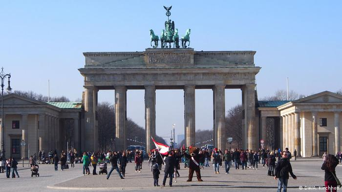 Totale vom Brandenburger Tor mit Blick in Richtung Westen