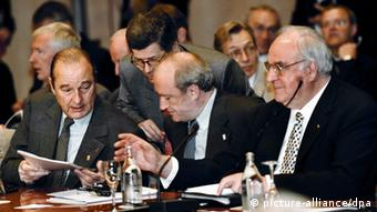 Χέλμουτ Κολ και Ζακ Σιράκ σε διαβουλεύσεις για την προς Ανατολάς διεύρυνση του ΝΑΤΟ το 1997