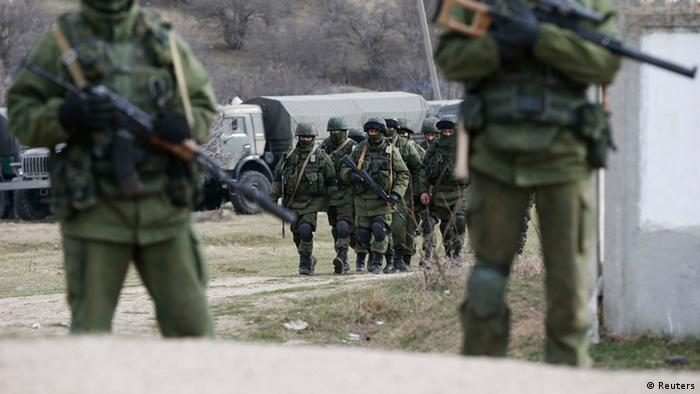 Вооруженные люди без опознавательных знаков в Крыму