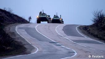 Ukraine Russland Konflikt Krim Panzer 4.3.14