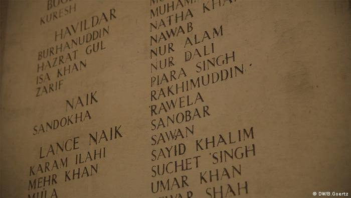 Eingravierte Namen im Menen-Tor in Ypern Belgien