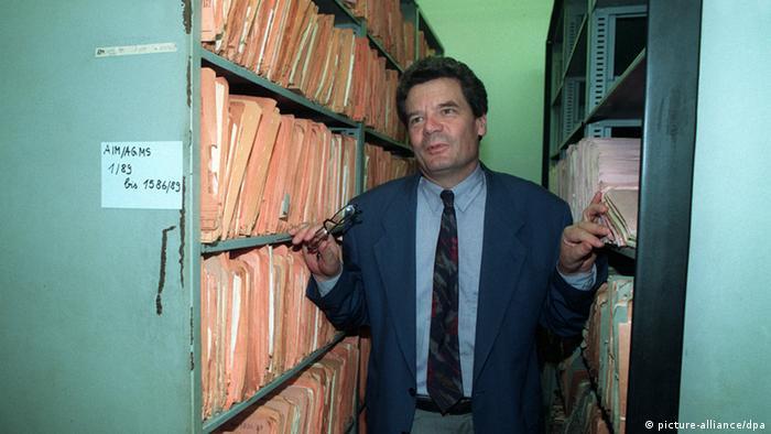 Archiwum ds. akt Stasi i jego pierwszy dyrektor Joachim Gauck, obecny prezydent RFN