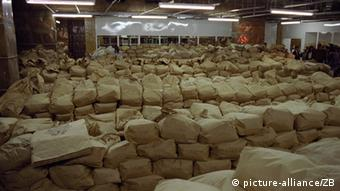Ostavština Stasija: tisuće vreća s pokidanim dosjeima koje je tajna policija prikupila tijekom četiri desetljeća postojanja