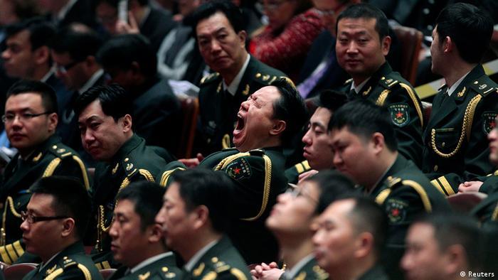 China Nationaler Volkskongress in Peking Gähn