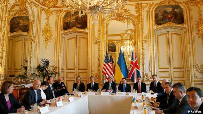 A Budapest Memorandum meeting in 2014 inside a guilded yellow state room.