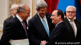 men standing together talking copyright: AP Photo/Kevin Lamarque