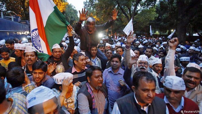 Indien Zusammenstöße zwischen AAP- und BJP-Anhängern