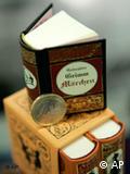 Преди две години на панаира бяха представени тези миниатюрни издания на избрани приказки от братя Грим