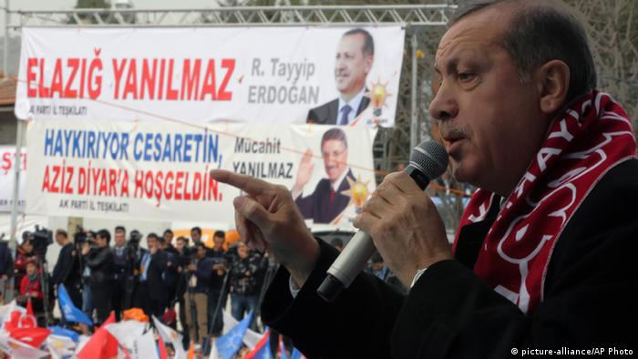 Recep Tayyip Erdogan addresses a rally of his Justice and Development Party in Elazig, Turkey. (From 06.03.2014, via AP/Burhan Ozbilici)