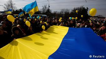 Pro-Ukrainian demonstrators in Simferopol