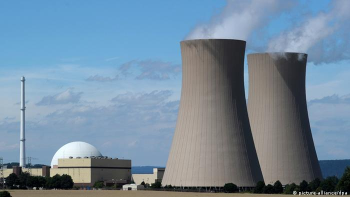 Photo: Nuclear power plant in Germany (Source: picture-alliance/dpa)