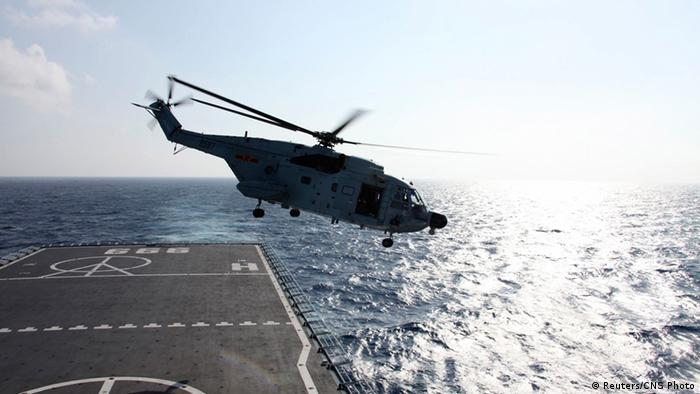 A helicopter takes off from Jinggangshan warship to search the waters suspected to be the site of the missing Beijing-bound Malaysia Airlines flight MH370 (Photo: China News Service)