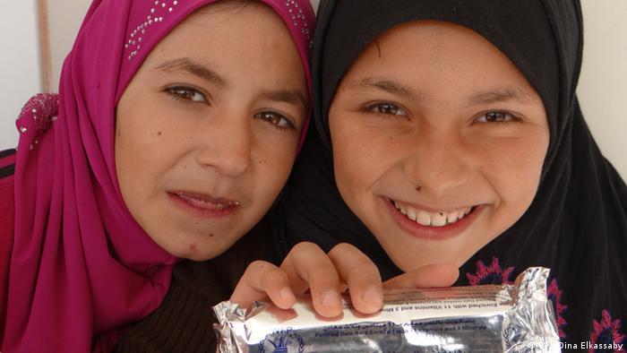 Kinder im Flüchtlingslager Zaatari in Jordanien erhalten energiereiche Spezialnahrung (Foto: WFP)
