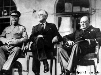 """1943: """"Três Grandes"""" reúnem-se em Teerã"""