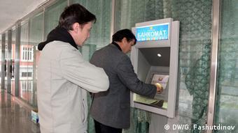 У банкомата в Душанбе