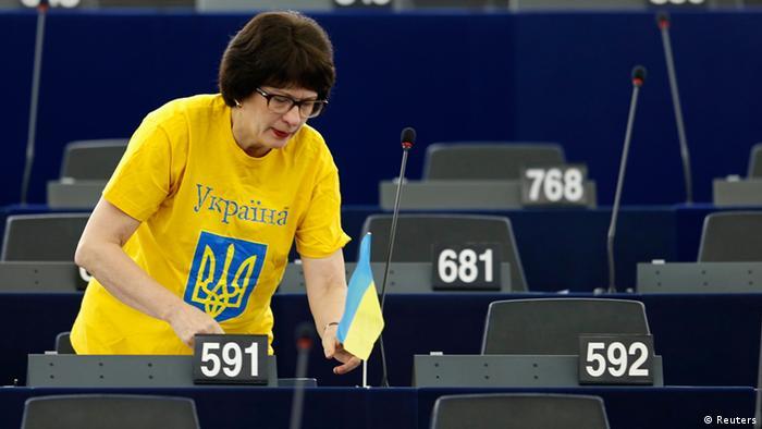 Євродепутатка Сандра Калнієте висловлює солідарність з Україною під час дебатів щодо російського вторгнення в україну у березні 2014 року
