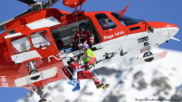 Maria Höfl-Riesch carried away from Switzerland World Cup after injuries