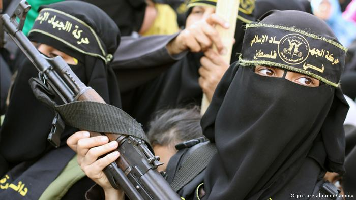 Palestinian female militants with weapons (Photo: Mohammed Asad APA /Landov)