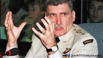 Roméo Dallaire dirigeait la Minuar, il tentera plusieurs fois en vain d'alerter New York