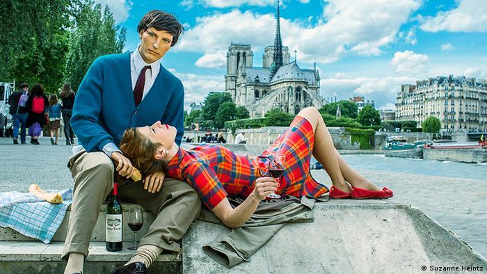 Suzanne Heintz with mannequin husband in Paris (Copyright: Suzanne Heintz)