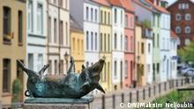 Schwein, Bronze, Bronzeplastik. Hansestadt Wismar - Stadtrundgang. Fotoreportage, Deutschland entdecken. Copyright: DW / Maksim Nelioubin.