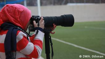 Dooz journalists reporting on a soccer game in Hebron (photo: DW Akademie/Abed Othman)