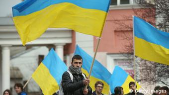 Pro-Ukrainian protesters in Simferopol (Photo by Sean Gallup/Getty Images)