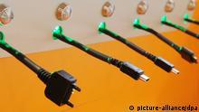 ARCHIV - Verschiedene Handy-Ladegeräte mit unterschiedlichen Steckern, aufgenommen am 08.06.2010 an einer sogenannten «Charging Station» (Ladestation) im CCD Congress Center Düsseldorf. EU-Verbraucher können sich auf einheitliche Ladegeräte für Mobiltelefone ab 2017 einstellen. Foto: Julian Stratenschulte/dpa (zu dpa Bald einheitliche Handy-Ladegeräte in der EU vom 13.03.3014) +++(c) dpa - Bildfunk+++