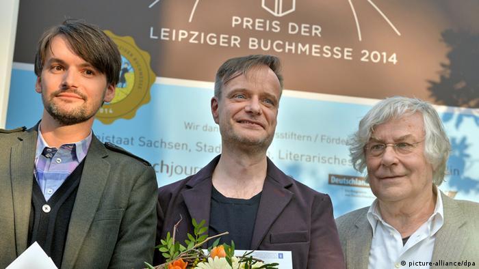 Sasa Stanisic als Preisträger der Leipziger Buchmesse neben weiteren Preisträgern: Robin Detje und Helmuth Lethen (picture-alliance/dpa)