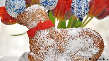 A lamb-shaped cake covered in sugar