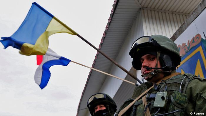 Вооруженный в камуфляже в Крыму