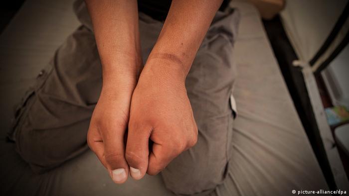 Syrien Kinder Folter Mißbrauch Fesselspuren Fesselung Haft