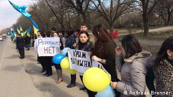 Татари на під'їзді до найбільших міст Криму влаштували акції протесту