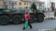 Ein Militärfahrzeug im Zentrum von Simferopl