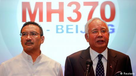 PM Najib Razak (R) next to Hishammuddin Hussein