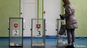 Krim Referendum Ukraine Abstimmung Wahlurne Glas