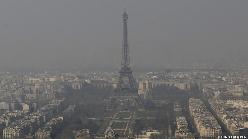 Thick smog in Paris