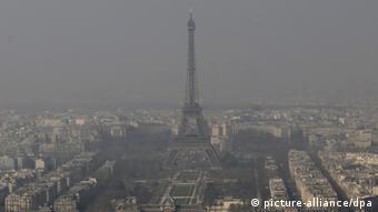 Para lidar com um futuro mais quente, Paris proibiu o tráfego de veículos a diesel no centro da cidade.
