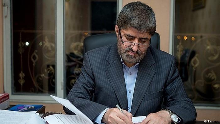 مطهری گفت با نظر علی خامنهای درباره حصر مخالف است زیرا او را معصوم نمیداند