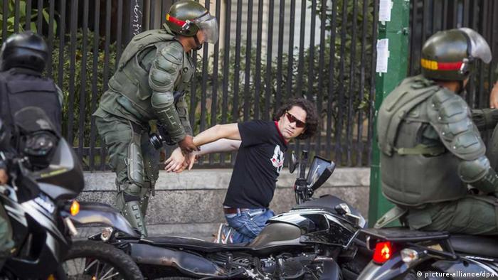 El ministro de Exteriores de Francia, Jean-Marc Ayrault, confirmó que intercedió para lograr la liberación de dos periodistas franceses que fueron detenidos en el aeropuerto de Caracas el pasado 11 de abril. (21.04.2017)