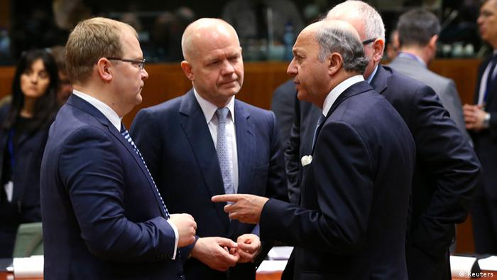 (L-R) Estonia's Foreign Minister Urmas Paet, Britain's Foreign Secretary William Hague and France's Foreign Minister Laurent Fabius attend a European Union foreign ministers meeting in Brussels March 17, 2014. Hague said on Monday he expects EU ministers to agree sanctions including travel bans and asset freezes against Russian and Crimean individuals following Moscow's seizure of Crimea and Sunday's secession referendum. (Photo: REUTERS/Francois Lenoir)