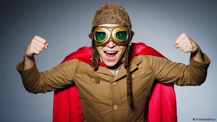 Pilot with a funny glasses (Fotolia/Elnur)