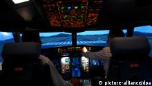 Pilots inside the new Boeing 777 - 300 ER full flight simulator at the Jet Airways pilot training centre in Mumbai on 17 October 2007. Jet Airway installed boeing 777-300 ER and Airbus 330/340 full flight simulator to provide high quality pilot training at their centre. EPA/STR +++(c) dpa - Report+++ pixel