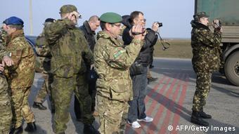 OSZE-Beobachter in der Ukraine (Foto: AFP PHOTO / ALEXANDER NEMENOV)