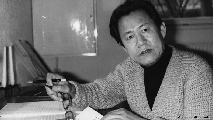 Isang Yun working on a composition commissioned for the Olympic Games in Munich, archive photo from 1972, Copyright: picture-alliance/dpa